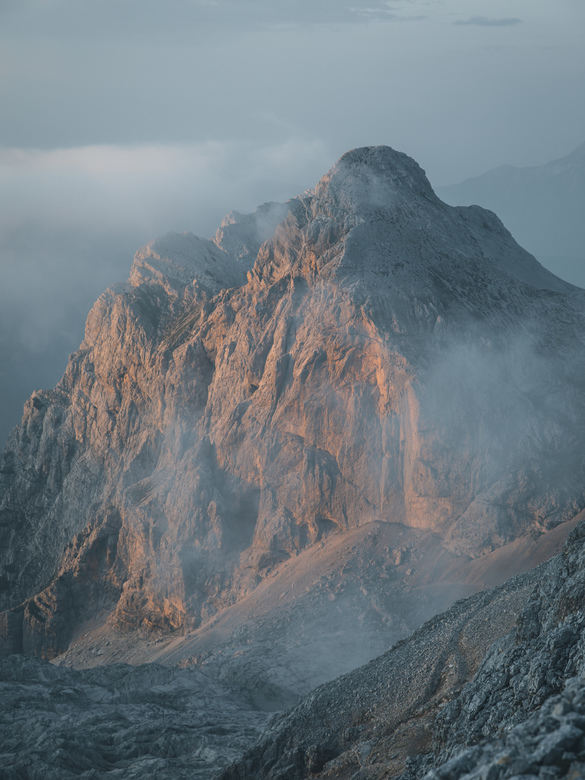 Mighty sunset. - Those last tones of the day make the mountains shine. Feel the alps