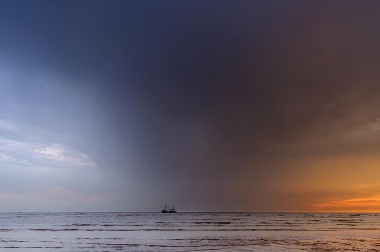 Bijna Thuis - &#039;Bijna thuis, nog even en we zijn door de storm heen en komen we in kalmer vaarwater...&#039;<br /> <br /> genomen in Katwijk Zui