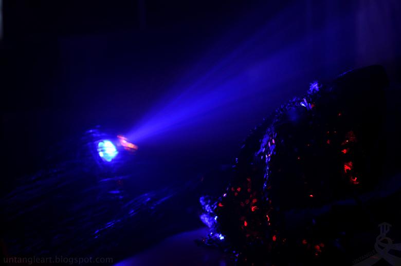 bomen in het donker - mij zelf spreekt deze me wel aan door de abstracte vormen. en light reflecties.
