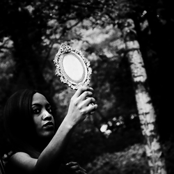 The self-image in the mirror does not correspond to the self-image in your brain