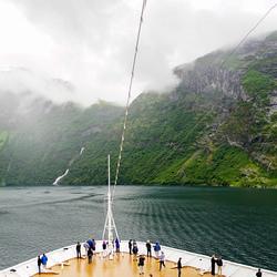 Zo een fjord in varen
