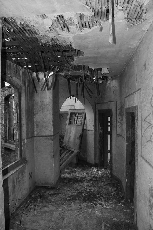 verloren gang - verlaten gebouw