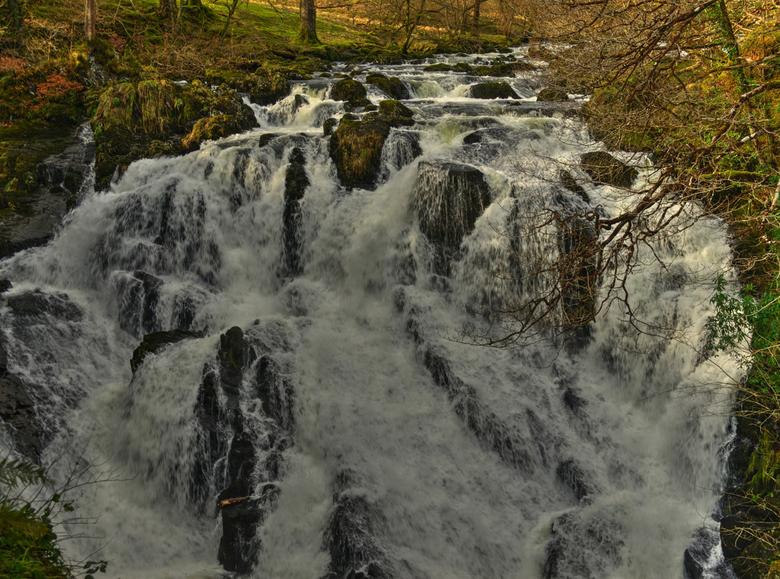 Swallow Falls Betws-Coed. - Swallow falls is een van de mooiste watervallen in Noord Wales.Toegang slechts 1.50 pond.Langs de waterval van boven naar