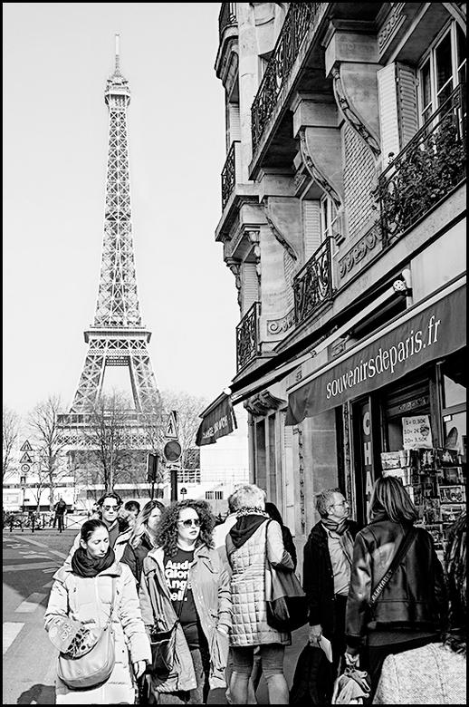 Paris 04 - Sommige gebouwen over de wereld zijn zo bepalend voor een stad dat zij in een woord samen gaan. Dat is uiteraard ook het geval met de Eiffe