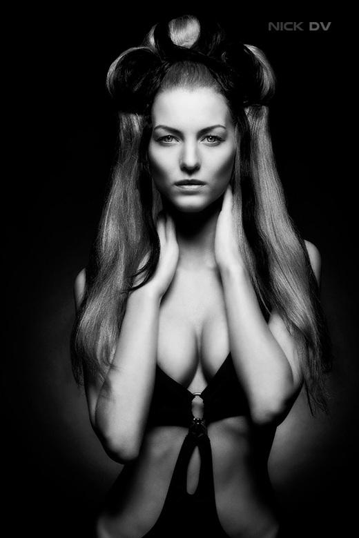 Kim#2 - Model: Kim Poelmans<br /> Visagiste: Trudi Nieuwerf<br /> Haarstyliste: Nataliya-Alexandra Makhortova<br /> Locatie: 2013 studio&#039;s