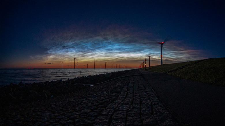 Lichtende nachtwolken 21-06-2019 - Canon EOS 200D<br /> Sigma 4.5mm