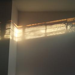 glas in lood licht op muur