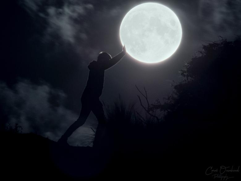 """Opkomende volle maan.  - Opkomende maan had opstart problemen, even aangeduwd... <img  src=""""/images/smileys/wilt.png""""/>"""