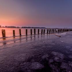 Zonsondergang op een bevroren Smalle Ee