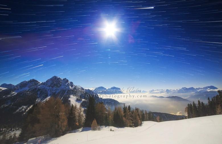 Volle maan en startrails in de Dolomieten  - Kleine selectie van onze vakantie naar de Dolomieten in 2016 <br /> <br /> <br /> https://dvdwphotogra