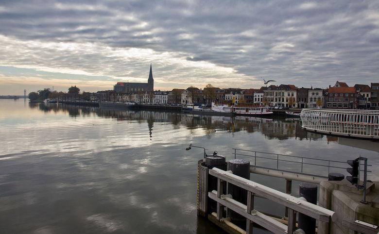 IJsselkade Kampen - Afgelopen zaterdag was het perfect weer om te fotograferen,<br /> Windstil, mooie luchten, de weespiegeling in de IJssel had niet