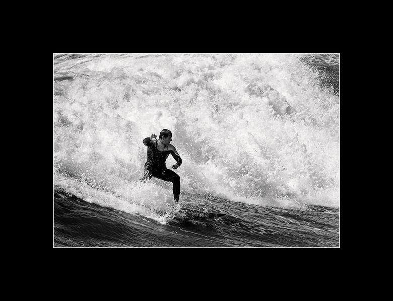 Wave play - Gisteren ben ik even gaan fotograferen op Scheveningen, vanaf de havenhoofden heb je en mooi overzicht op de surfers die dar dichtbij surf