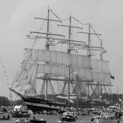 Sail 2015-7 Kruzensthern