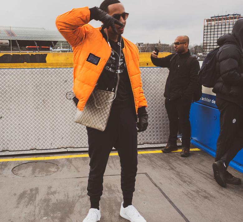Pont-rapper,,,, - Ondanks dat ik met rollator op pad moet, lukt het toch af en toe nog aparte mensen/situatie&#039;s te fotograferen.<br /> <br /> I