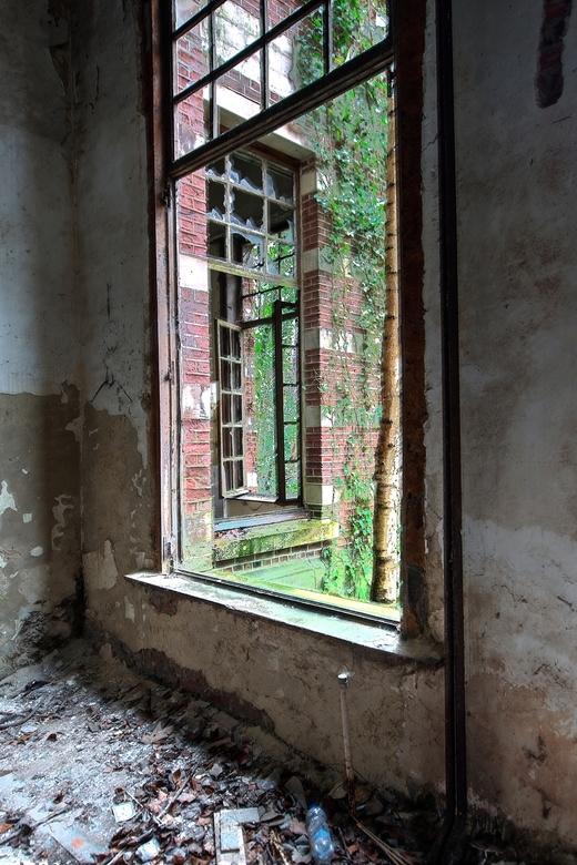 Windows 2016 - Het kasteel is vervallen, grotendeels vernield en gesloopt.