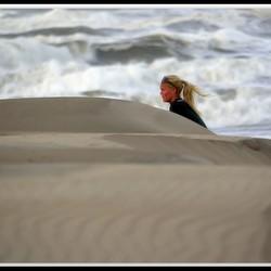 onstuimige zee, opgewaaid zand