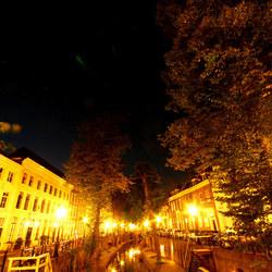 Gracht bij nacht