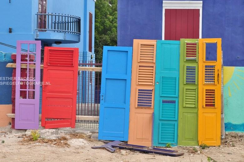 Kleurenpracht - Tijdens een fotowalk te Curacao, oude centrum.
