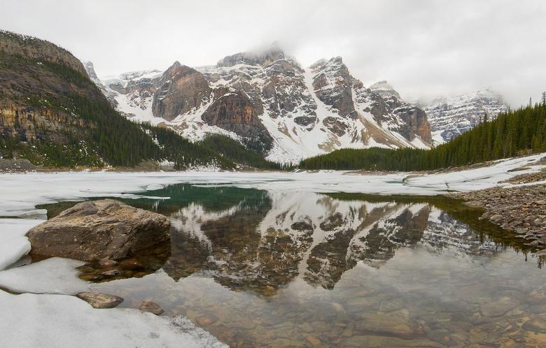 Frozen Moraine Lake - 3 weken later was het helemaal ontdooid!