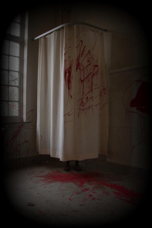 Help!!!! - Lugubere kamer in een verlaten gebouw @ Salve Mater