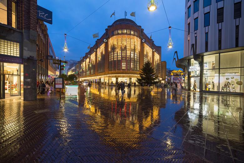 Grote Marktstraat Den Haag - Grote Marktstraat Den Haag op een regenachtige Pakjesavond<br /> Canon 6d &amp; Samyang 2.8/14