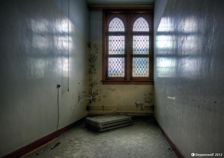 Nonnenklooster VIII - Een verlaten nonnenklooster ergens in<br /> België...Iedereen nog heel erg bedankt voor de reacties bij mijn vorige foto&#039;s