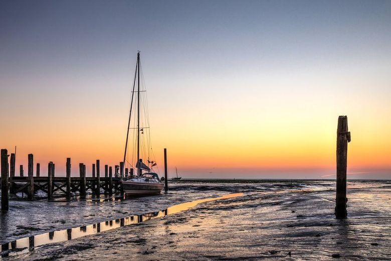 Vlak voor zonsopkomst haventje Cocksdorp - Bedankt voor jullie punten voor mijn vorige foto. Ik moet er weer even weer helemaal inkomen na maanden van