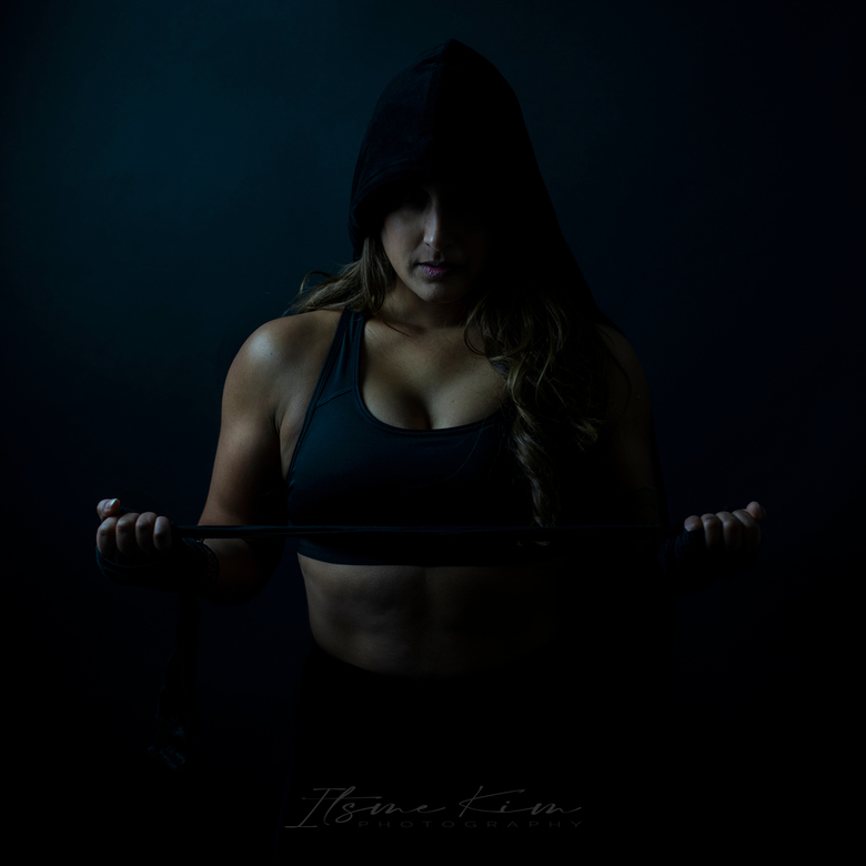Boxing - Een echte doorzetter, powervrouw. <br /> Ik vind dat je kan zien dat het om een vrouw gaat die daadwerkelijk vechtsport beoefend. Geen gepos