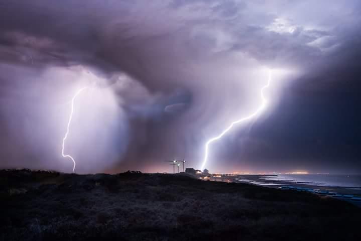 geen maan toch mooi weer - Onweer in zeeland<br /> <br />  2 flitsen in 30sec