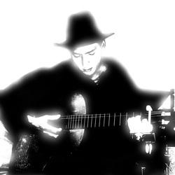 Titel: Zelfportret met me gitaar 3 zwart/wit Special Edition