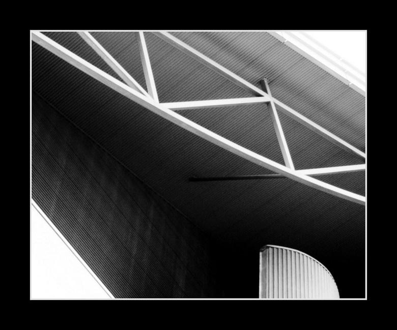 Breda 6 - Een detail van het Chassétheater, zoals ik meer architectuur details fotografeer. Door de compactcamera echter een wat meer korreligere foto