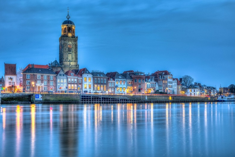 Stadsgezicht Deventer - Deventer in het blauwe uurtje