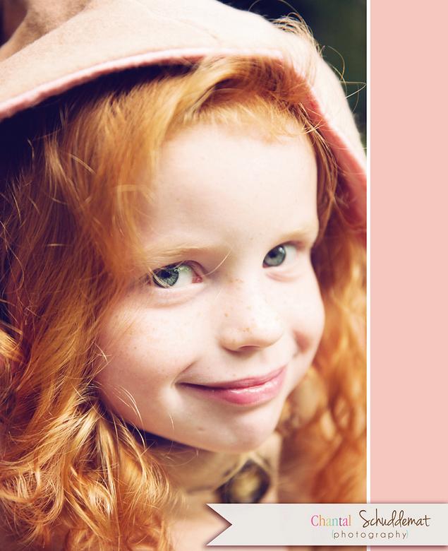 Heerlijk ondeugende kinderogen - Op een buitenshoot deze dame vastgelegd, wat een heerlijke blik in haar ogen