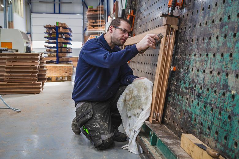Kozijnen maken - Kijkje in een houten kozijnen fabriek.