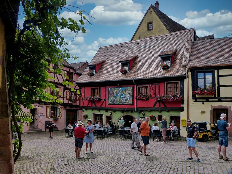 Riquewihr Elzas Frankrijk. - Riquewihr is ongetwijfeld een van de mooiste dorp van de Elzas. Het dorp ligt fantastisch tussen de wijngaarden en heeft
