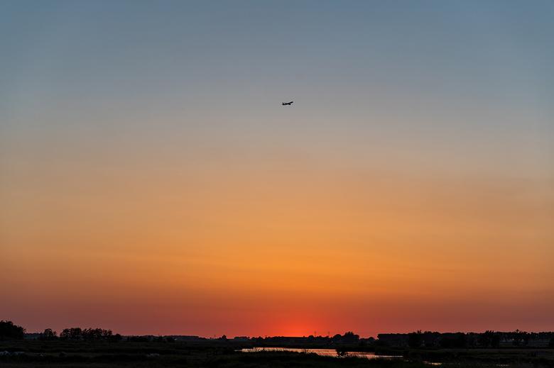 DSC_1310-2_zoom - Om tijd te doden bij het wachten op de raket van Elon Musk maar een zonsondergang geschoten.