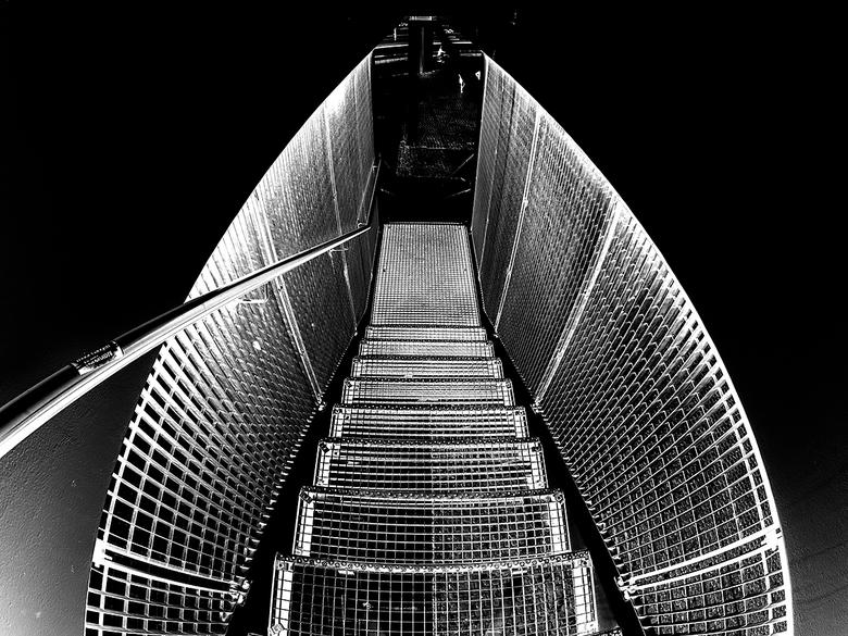 into the dark - Voor de wedstrijd zwartwit... deze bewerking van deze trap in Rotterdam.  De start van deze bewerking was het negatief maken wat gelij