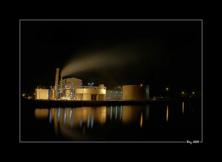 """Magnesium 2 - Nog een van de Magnesiumfabriek te Veendam. De grote schoorsteen is overigens zo erg scheef, dus ligt niet aan jullie ogen <img  src=""""/i"""