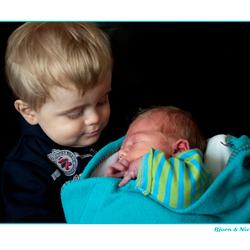 Bjorn is trots op zijn klein broertje Nick