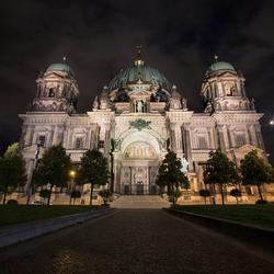 De Berliner Dom at night