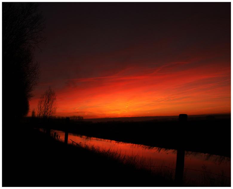 zonsopkomst Zandberg - Vanochtend een mooie zonsopkomst in Zeeuws-Vlaanderen. Deze is gemaakt thv het gehucht Zandberg (gemeente Hulst)