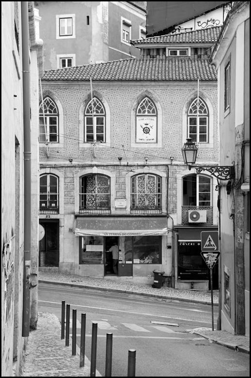 Lissabon 45 - Fotografie vraagt regelmatig om heel wat geduld. Zeker wanneer je als toerist in een wereldstad als Lissabon rondloopt en je een plaat w