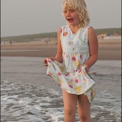 Esther aan het strand