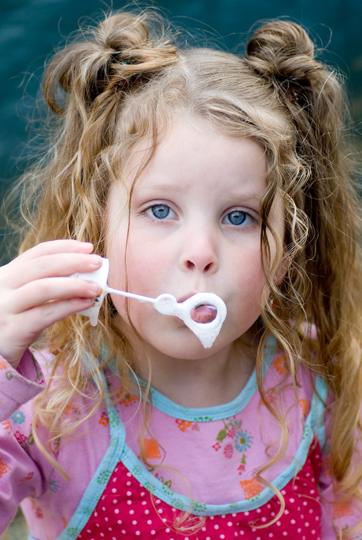 bellen blazen | Portret foto van photofeelings | Zoom.nl