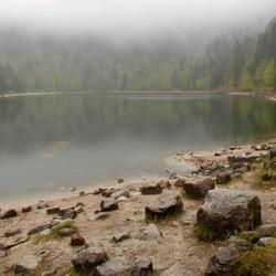 Een wandeling rond het meer