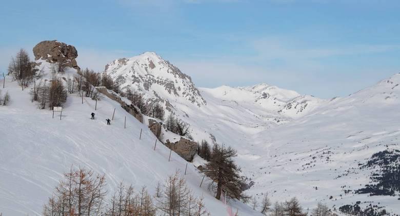 Frankrijk 13 - Vanuit de gondel dit uitzicht en de skiers beneden.........<br /> Vanaf de Prorel.<br /> <br /> Bedankt allen voor jullie reactie&#0
