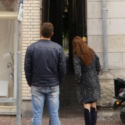 Kijken naar het smalste straatje van Dordrecht
