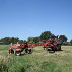 IMG_2892 Traktor met hooimachine