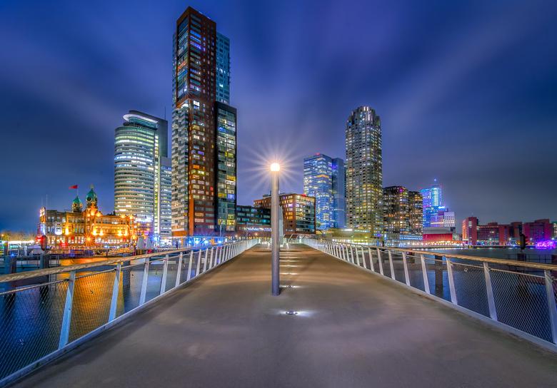 Kop van Zuid - De Kop van Zuid genomen vanaf de Rijnhavenbrug<br /> <br /> Mocht je nog meer beelden willen zien van mijn tripje naar Rotterdam deze