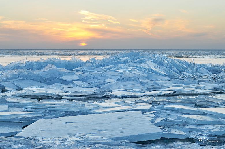 Kruiend ijs, Urk 2013 - Nogmaals het kruiend ijs in Urk.
